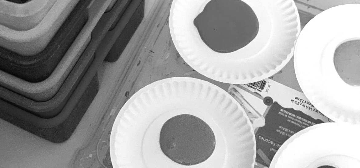 Paper plate paint trays for kids